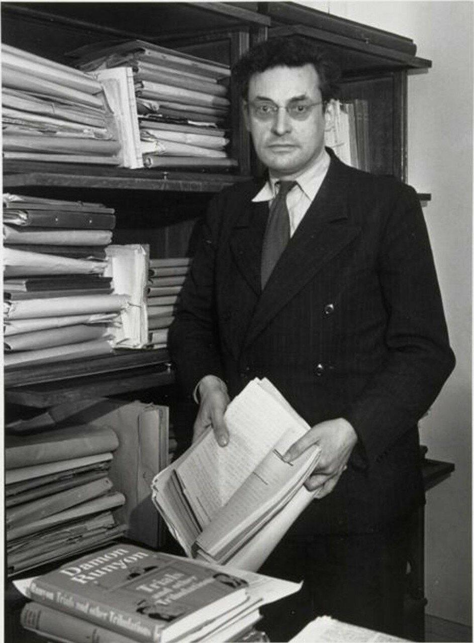1949. Раймон Кено (писатель), в своем рабочем кабинете в издательстве «Галлимар»