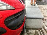 Поцелуй красного автомобиля