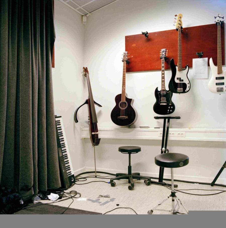 4. Те, кто умеет играть на музыкальных инструментах, могут воспользоваться студией звукозаписи «Crim