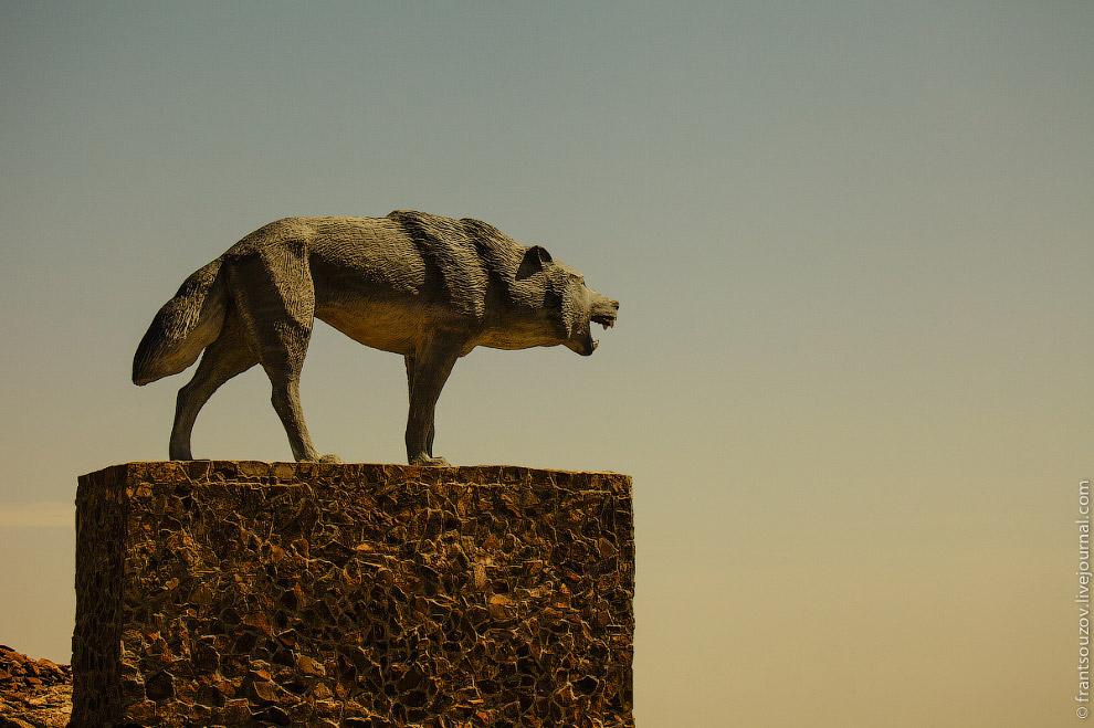 7. Жители близлежащих аулов, завидев сигнал, спешно собирали нажитое добро, сгоняли скот и отхо