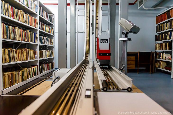 Фотографии и текст Алексея Заболотнова   Итак, читатель идет в Национальную библиотеку: