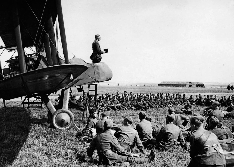 17. Биплан Farman MF.11 времен Первой мировой. (Фото Library of Congress):