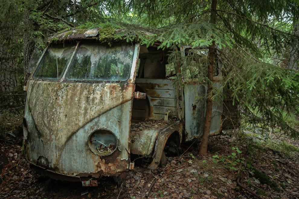 16. Загробный мир машин где-то в Европе. (Фото Robert Kahl):