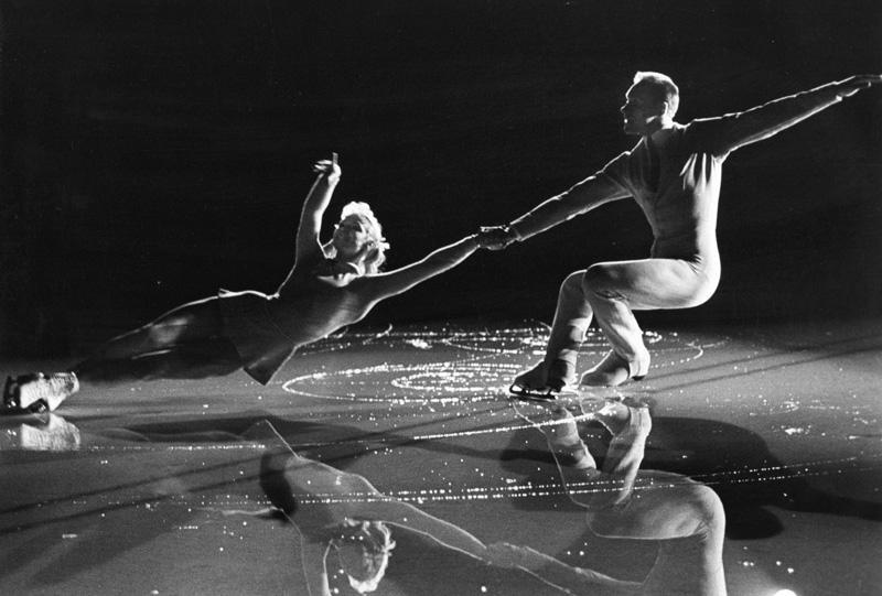 Фигуристы Белоусова и Протопопов на льду. 1965 год. Фотограф: Сергей Лидов.
