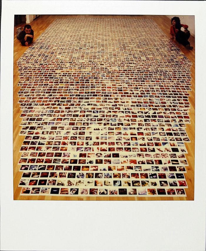 30 марта 1988 года: Джейми разложил все свои фотографии. К этому моменту их у него тысячи.
