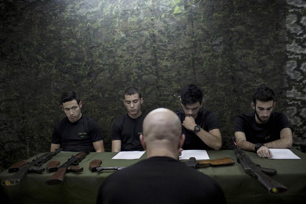15. Будущий солдат Израиля. (Фото Oded Balilty):