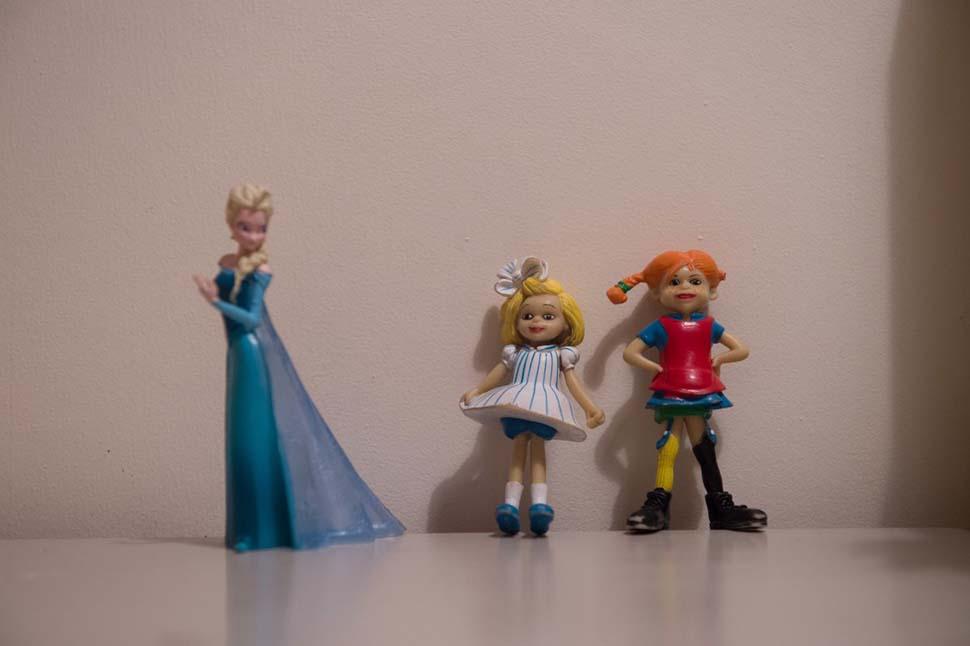 Швеция, семейный доход — 2223 доллара на взрослого в месяц. Любимые игрушки — пластмассовые куклы.