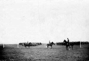 Группа конных офицеров - участников заезда