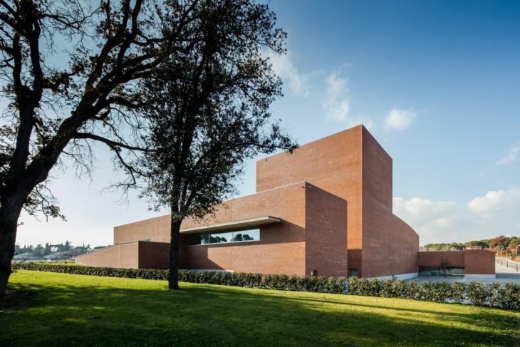 Public Auditorium in Llinars del Valles by Alvaro Siza Vieira + Aresta Arquitectura