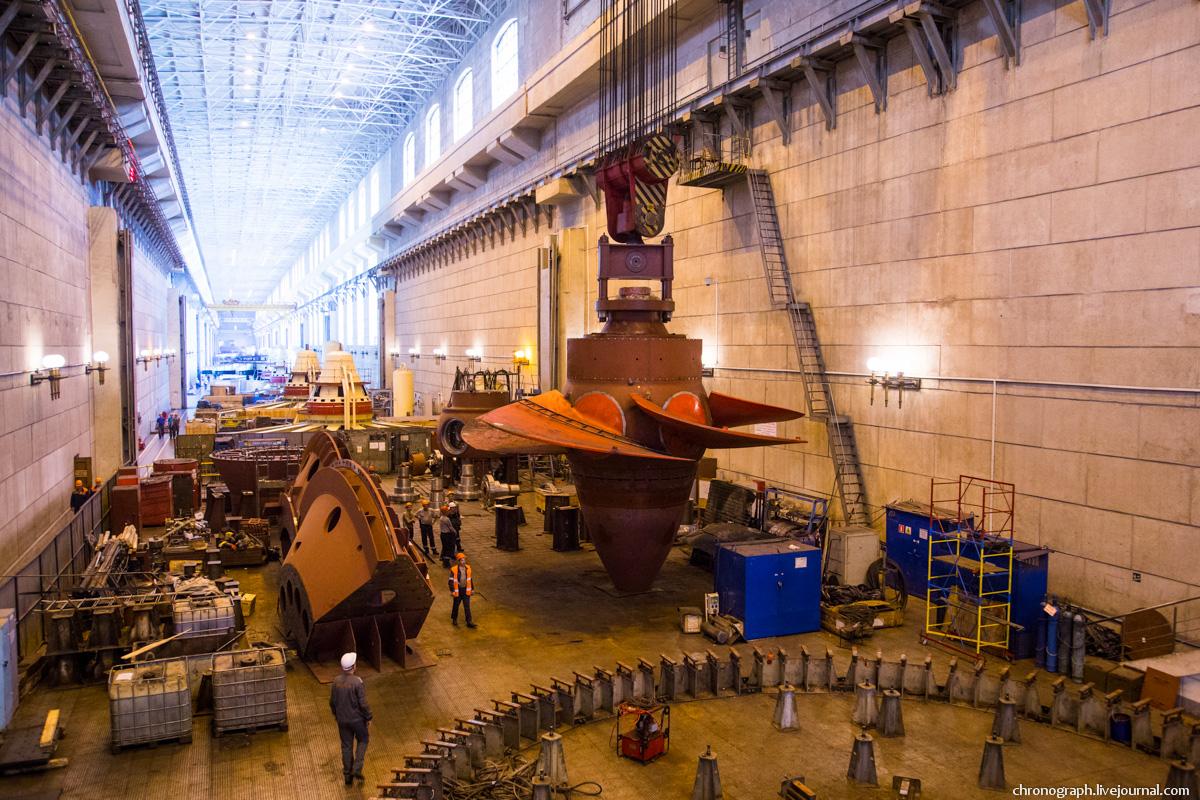 Монтаж рабочего колеса гидроагрегата №7 на Жигулёвской ГЭС 0_112346_81863c22_orig