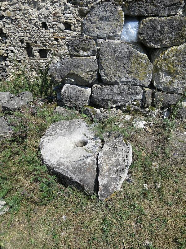 Каменная ступа, Харпе