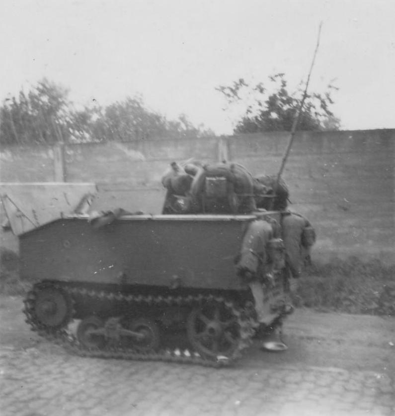 Брошенный бельгийский легкий тягач VCL Utility Tractor. 1940 год.