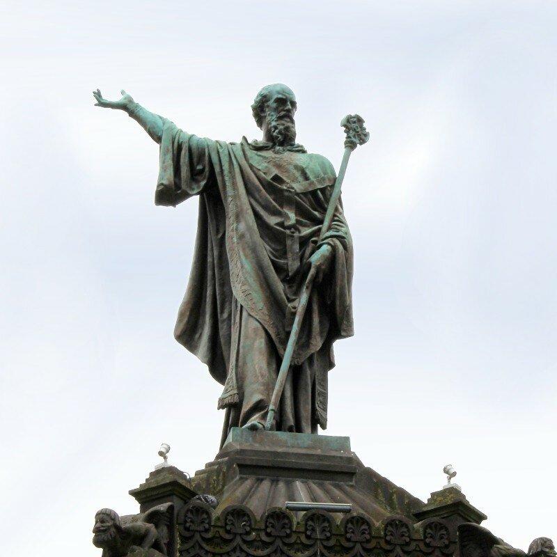 Клермон-Ферран. Площадь Победы (Place de la Victoire). Памятник Папе Урбану II (Statue du pape Urbain II)