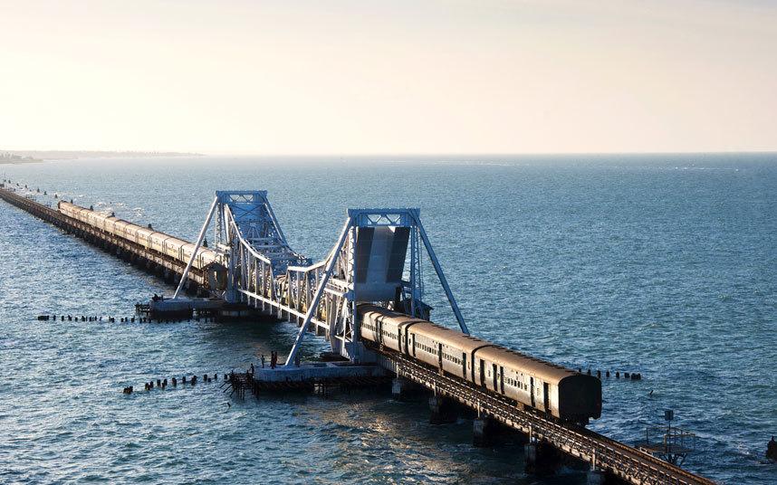 10. Мост Памбан, Индия Этот мост соединяет город Рамешварам на острове Памбан и материковую Индию. Д