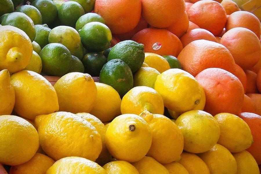 15. Во всем мире ежедневно собирают 1 700 000 тонн фруктов.