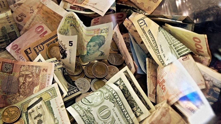 23. За товар покупатели расплачиваются 182 валютами мира.