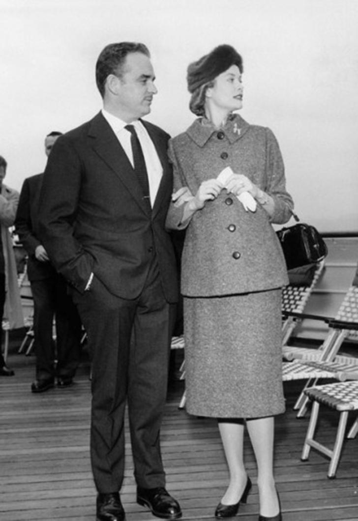 Князь Монако Ренье III и Грейс Келли на церемонии прибытия крейсера «Созвездие» в ноябре 1956 года.