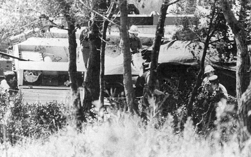 13 сентября 1982 года. Полиция окружает место катастрофы.