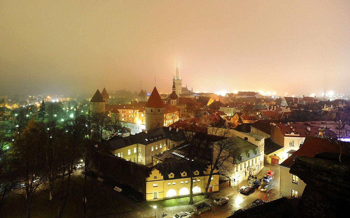 6. Старый город условно делится на Нижний и Верхний город, последний называют Вышгородом. Раньше на