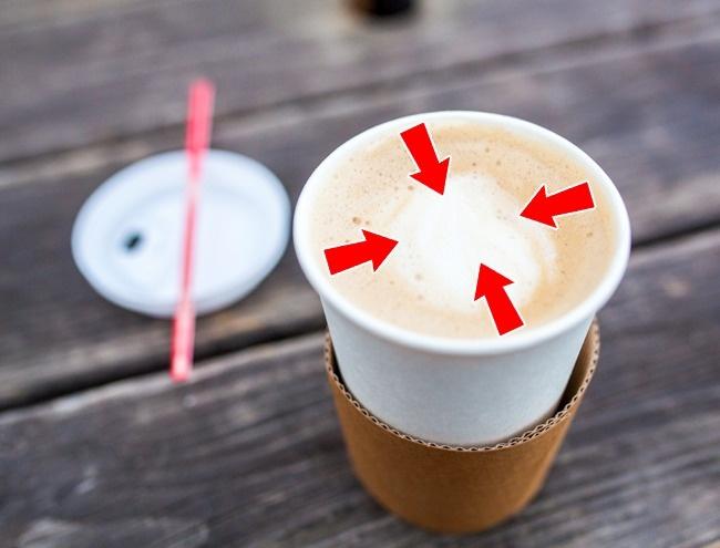 © gyu1314/depositphotos.com  Ряд заведений снизким ценником предлагают кофе впенопластовых,