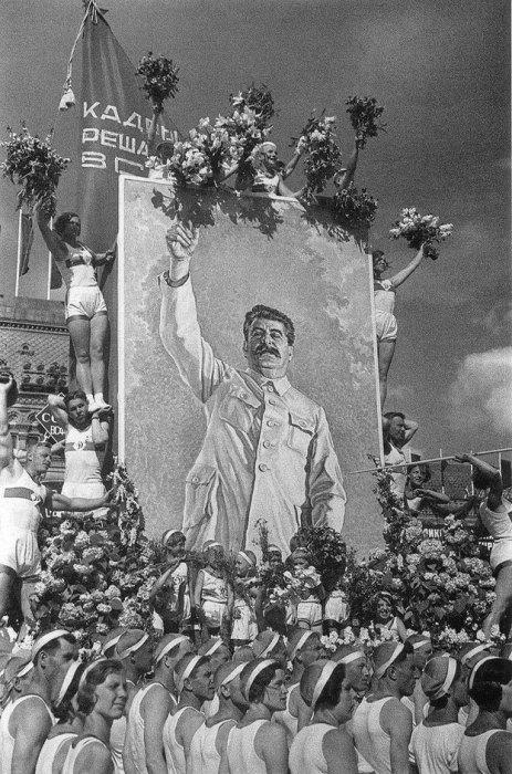 16. Лучший друг физкультурников Москва, 1935 год.
