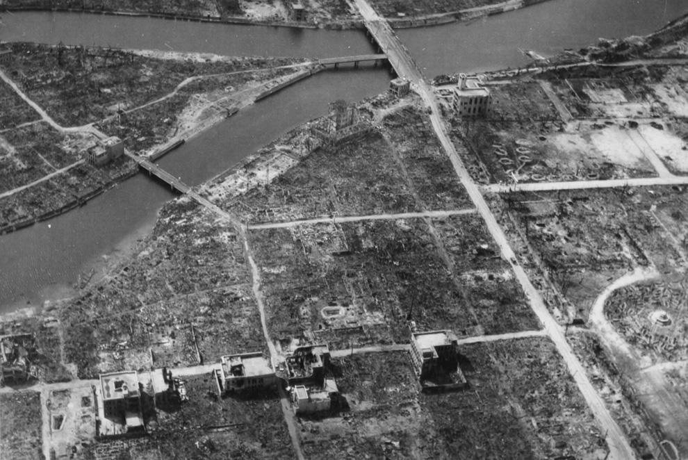 10. Вид эпицентра Хиросимы осенью 1945-го — полное разрушение после сброса первой атомной бомбы. На