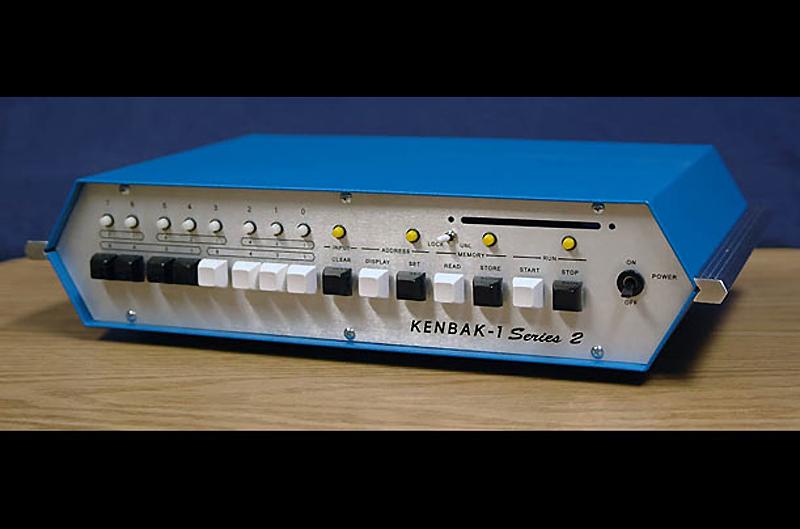 8. Kenbak-1, 1971 год. «Кенбак» часто считают первым в мире персональным компьютером. Он рекламирова