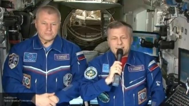 Русские космонавты поздравили женщин с8Марта