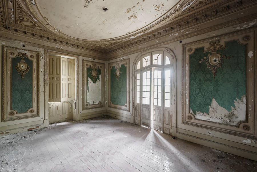 Abandoned Palaces Across Europe (14 pics)