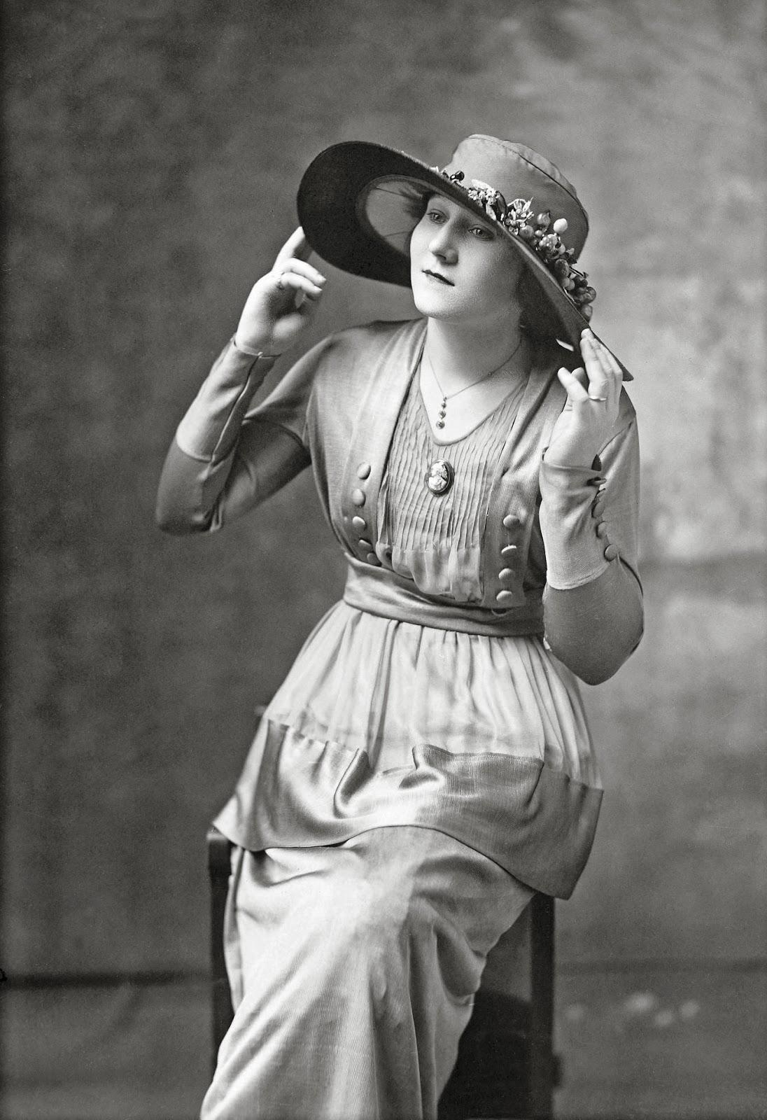 Joseph Pennell - Portrait of Mrs. E. Bradbury, 1919.jpg
