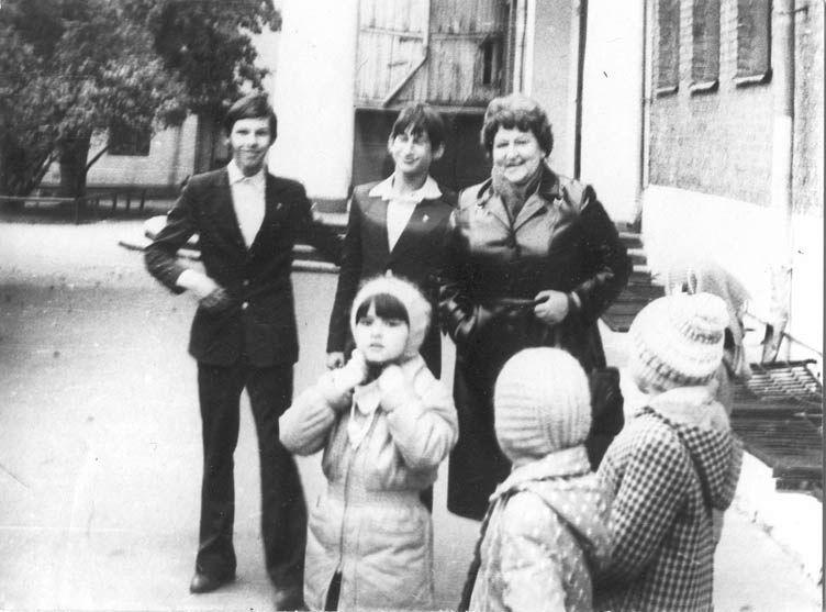 es1983-14llch.jpg