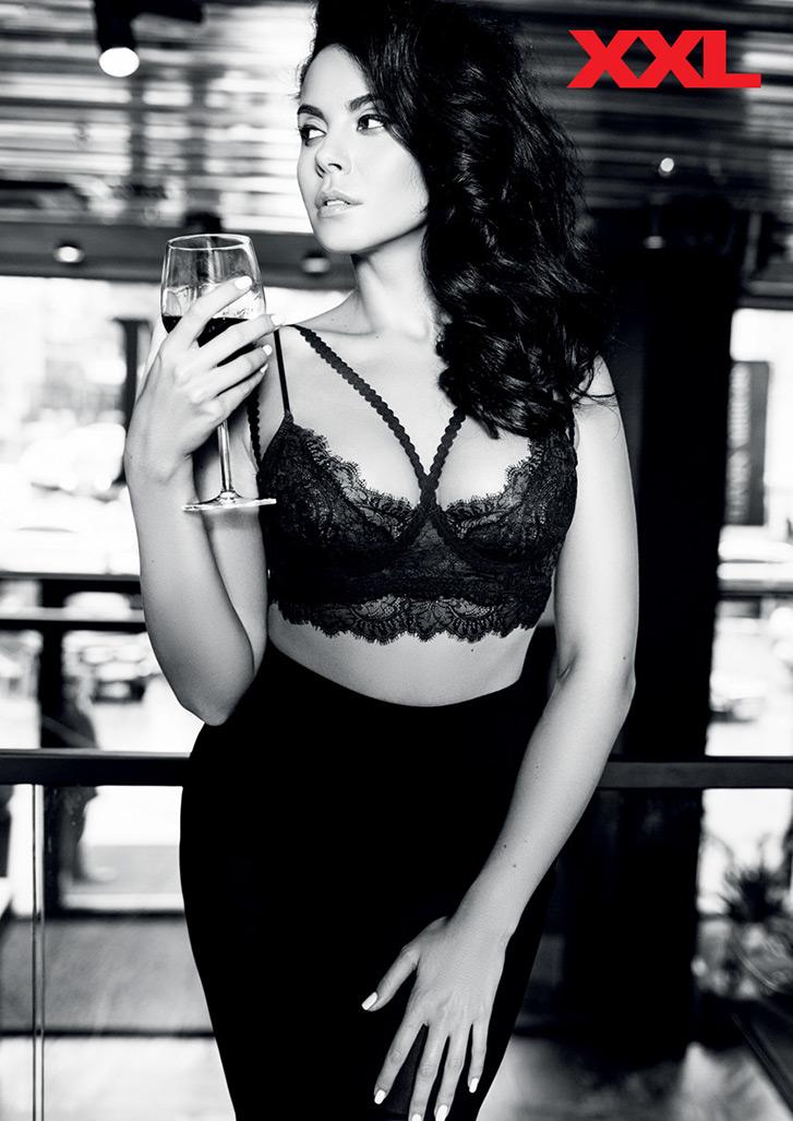 Сексуальная Настя Каменских с бокалом вина в журнале XXL Украина, декабрь 2015