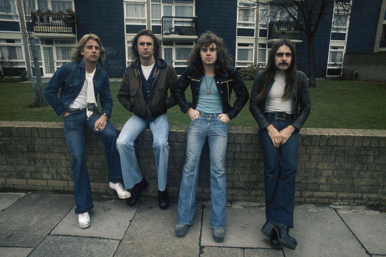 1973. Status Quo позируют в Пекхэме