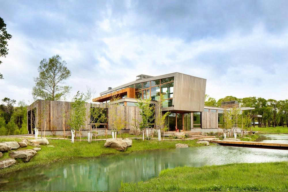 Резиденция в окружении природного пейзажа в США