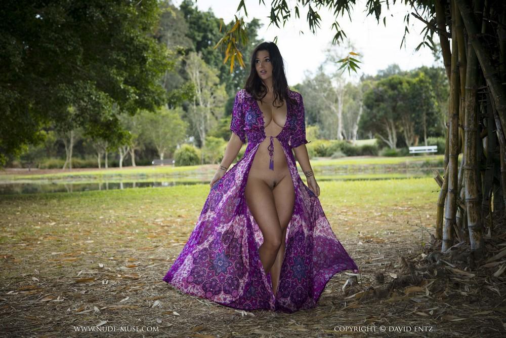 Scarlett Morgan в сексуальном платье