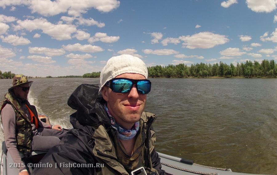 Очки поляризационные FGPO PRO1 Revo Ice Blue на рыбалке