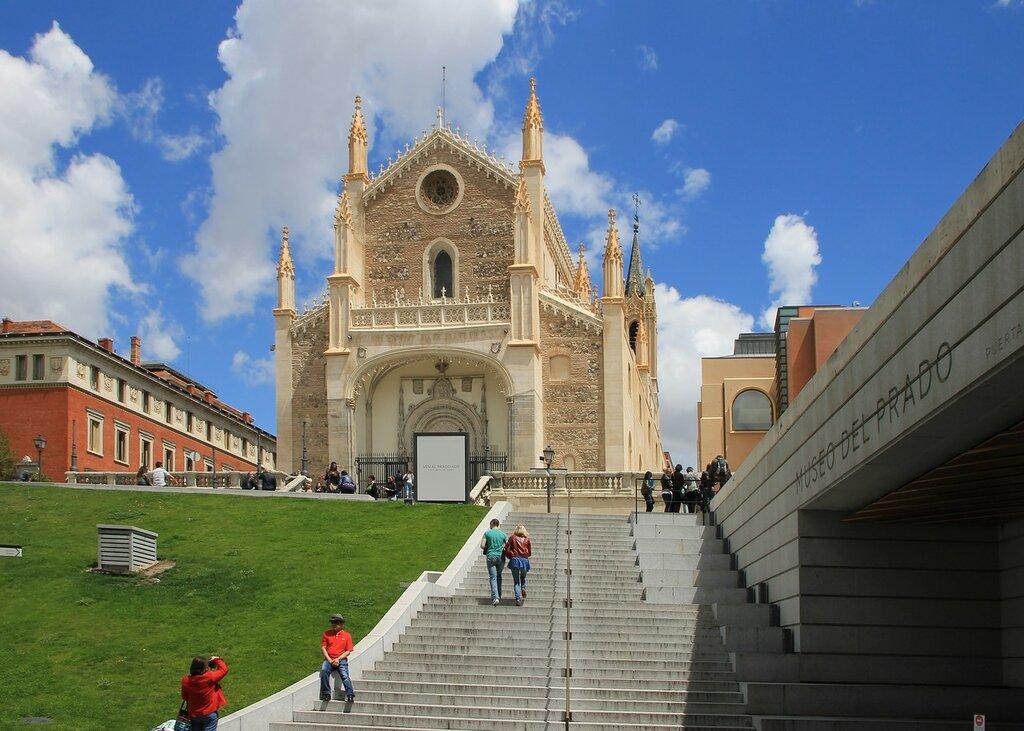 Мадрид. У музея Прадо