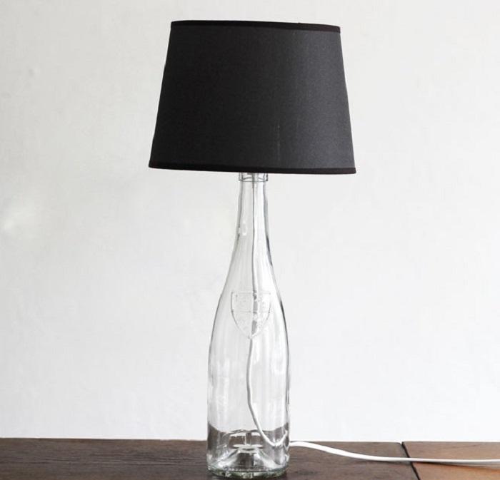 8. Минималистичный настольный светильник, который можно сделать своими руками
