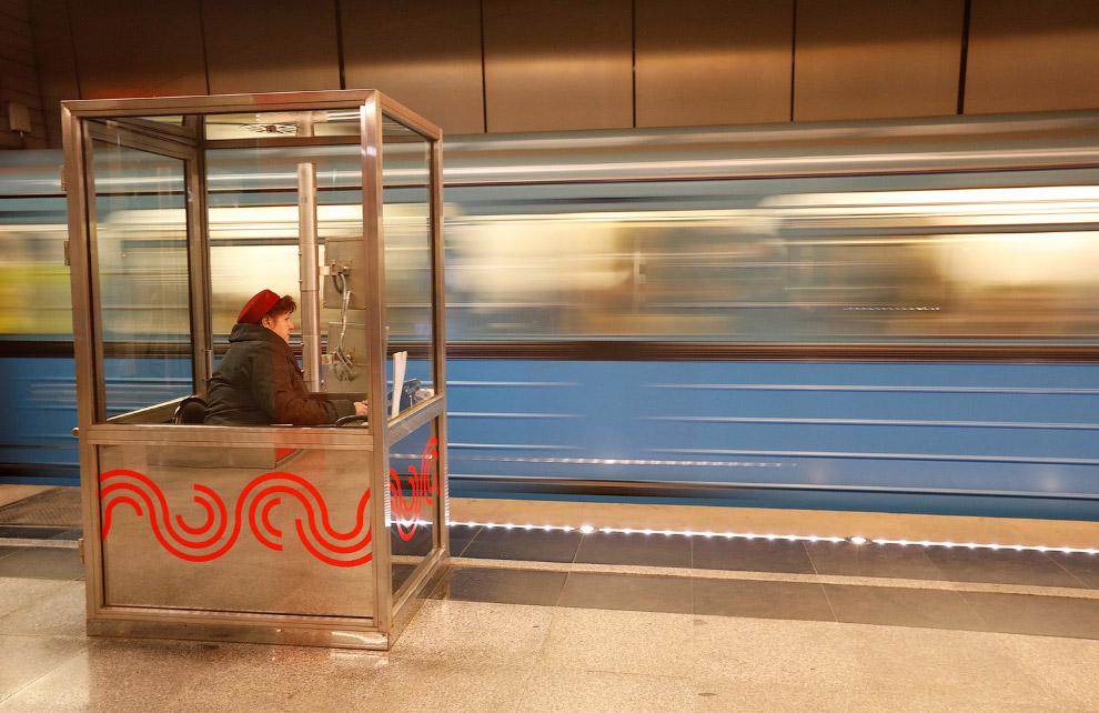 4. Многие станции московского метро являются памятниками архитектуры. Это станция «Комсомольска