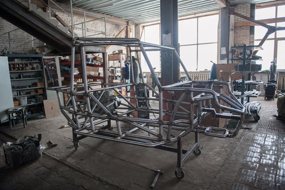8. Двигатель в Condor 800 — V образный, двухцилиндровый мощностью в 65 лошадиных сил. Да, это н