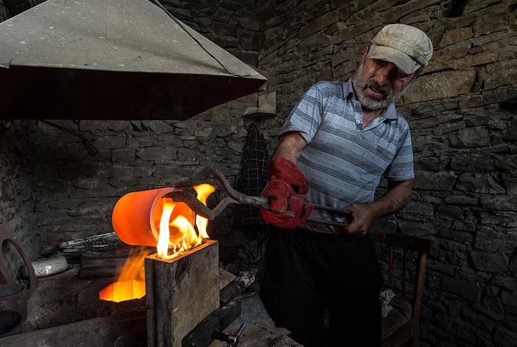 В наши дни, в Кубачах делают в основном чайные и коньячные сервизы, самовары, много женских украшени
