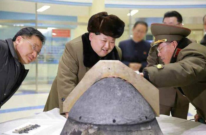Ким Чен Ын принимает испытания по степени защиты боеголовки