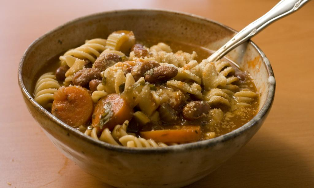 Минестроне — суп из овощей и макаронных изделий. (Robert Judge)