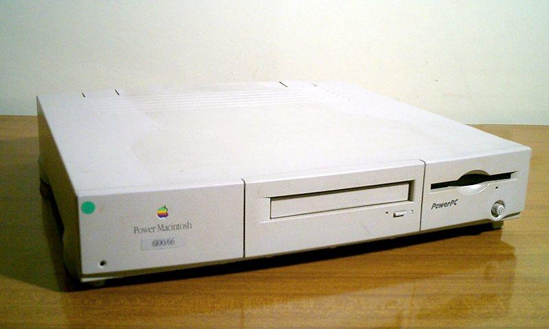 1998 Компьютер iMac – детище Джонатана Айва и Стива Джобса. Подключения к сети интернет осуществ