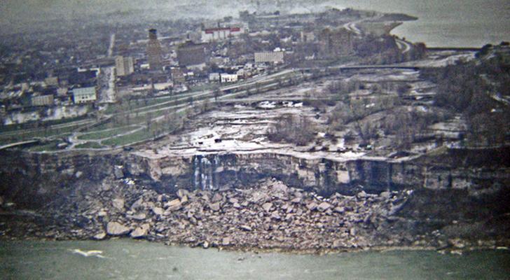 1969 год, Ниагарский водопад временно остановлен для «реставрационных работ».