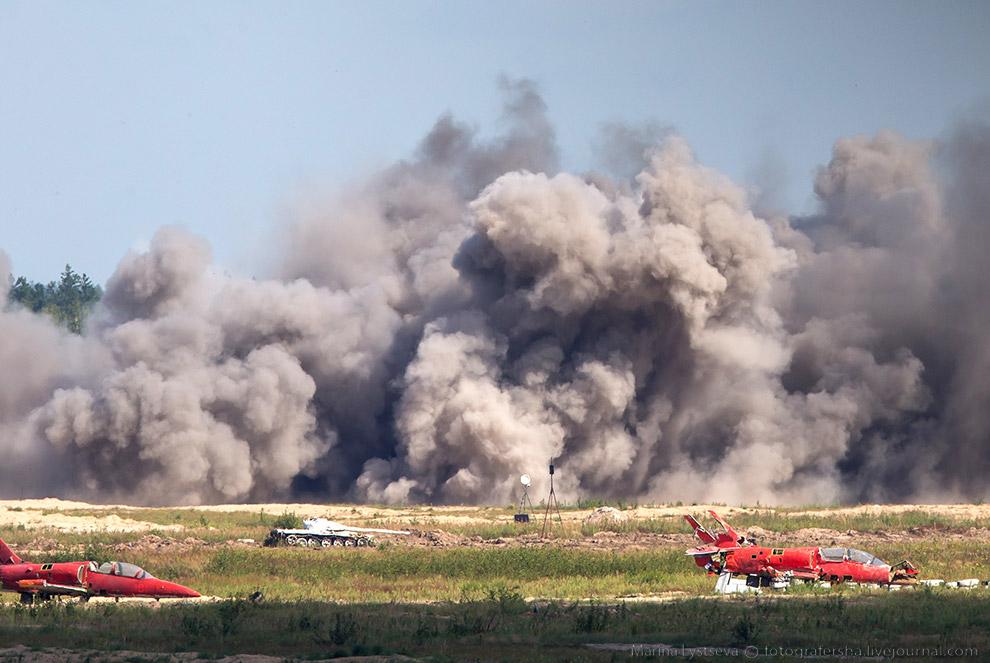 10. Су-35 наносит удары по «нефтеперерабатывающему заводу» и элементам транспортной инфраструкт