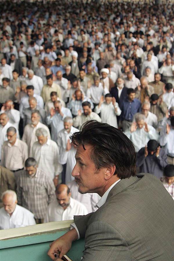 11 Пенн работал корреспондентом в San Francisco Chronicle. В 2005 году он представлял газету в Иране
