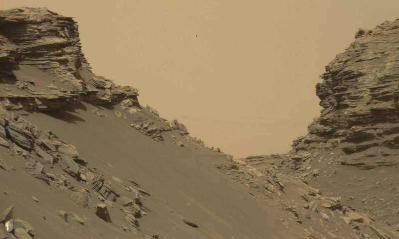 НАСА опубликовало новые фото споверхности Марса