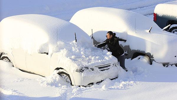 Встолице сражаются споследствиями сильного снегопада