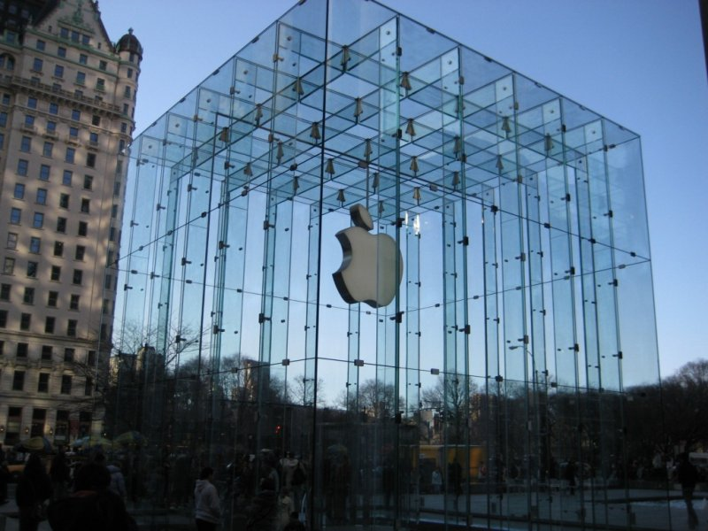 Всети интернет появились фотографии iPhone 8 сTouch iDнапанели